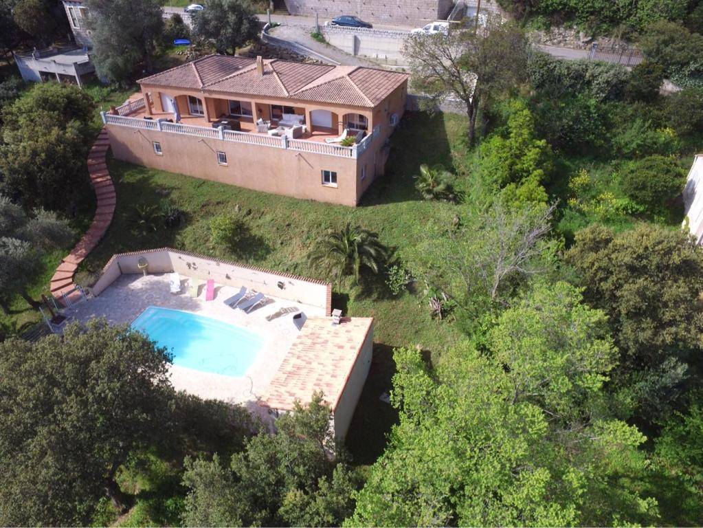 A view of the pool at Chez Marc et Jeannick or nearby