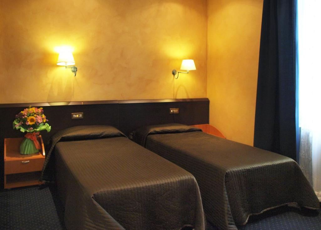 A bed or beds in a room at Petit Hotel