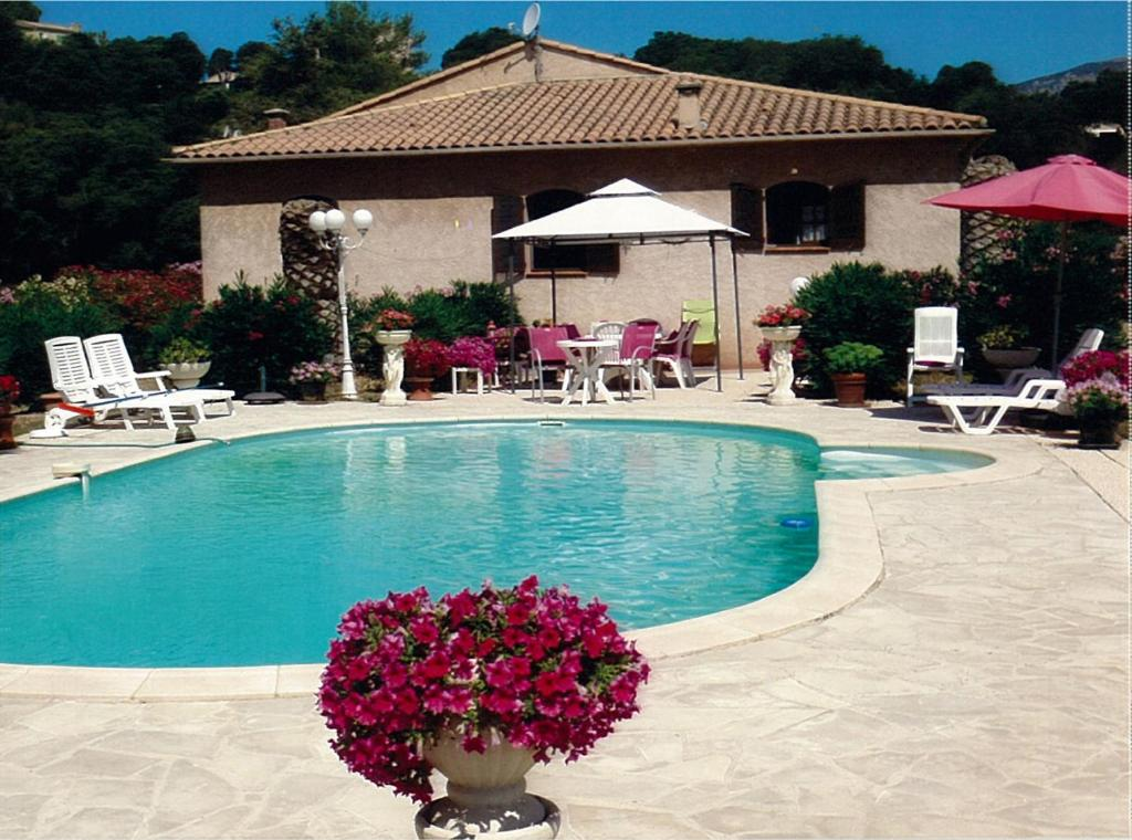 The swimming pool at or near Villa Fleurie
