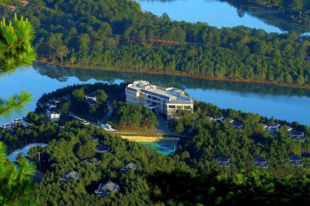 Blick auf Dalat Edensee Lake Resort & Spa aus der Vogelperspektive