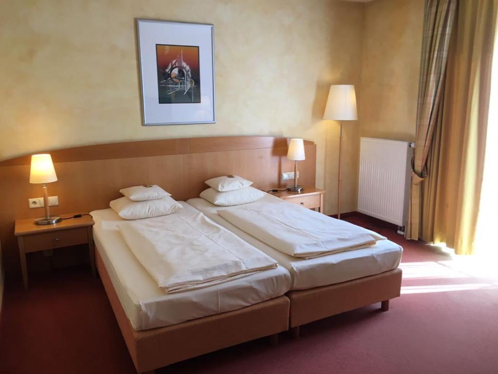 Ein Bett oder Betten in einem Zimmer der Unterkunft Businesshotel HEILBRONN- Biberach