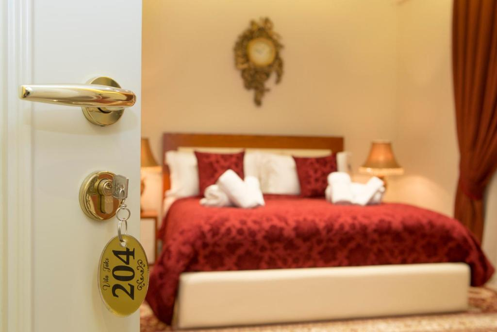 A bed or beds in a room at Vila Tako - Hotel