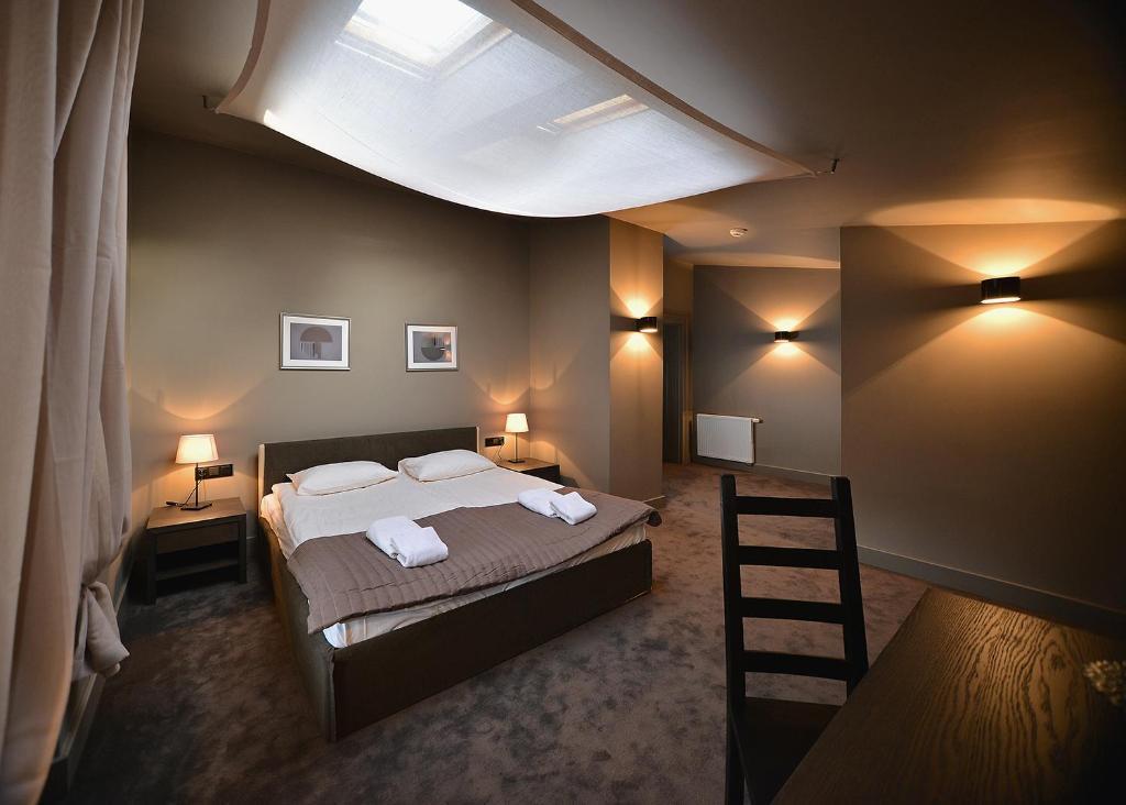 Łóżko lub łóżka w pokoju w obiekcie Hotel Biała Sala
