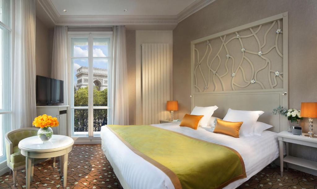 A bed or beds in a room at Splendid Etoile