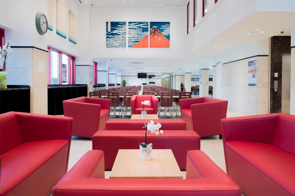 A restaurant or other place to eat at Toyoko Inn Frankfurt am Main Hauptbahnhof