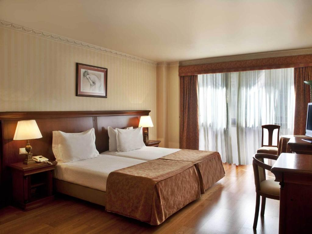 A bed or beds in a room at TURIM Lisboa Hotel