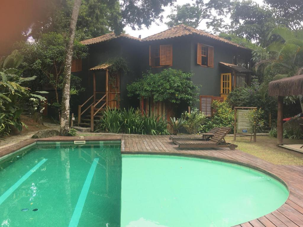 A piscina localizada em Casa Condominio Acquaville Ilhabela ou nos arredores