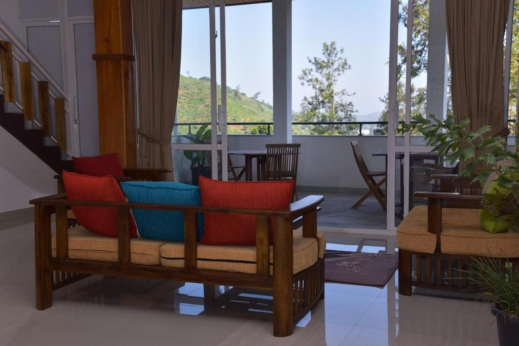A seating area at Tea Hills Bungalow