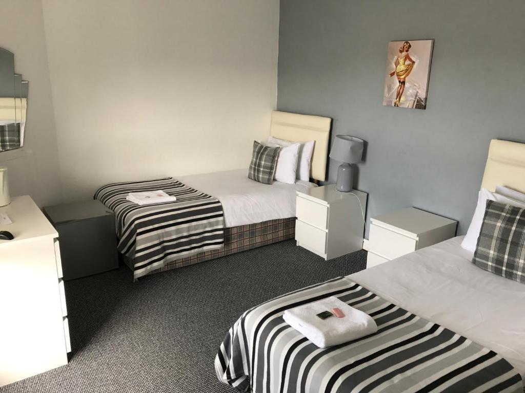 A bed or beds in a room at The B'Hive Inn