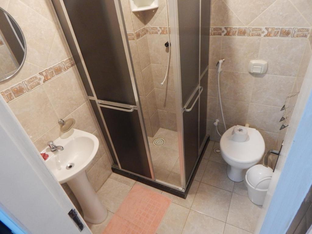 Um banheiro em Suítes do Cabo - Estrela do Mar
