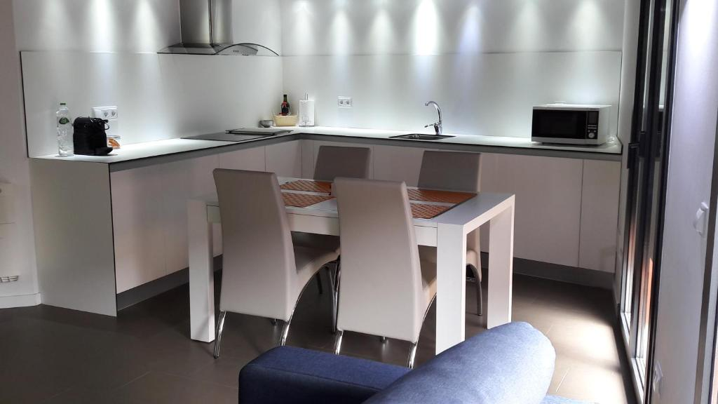 A kitchen or kitchenette at Apartaments y Habitacions Entre Volcans