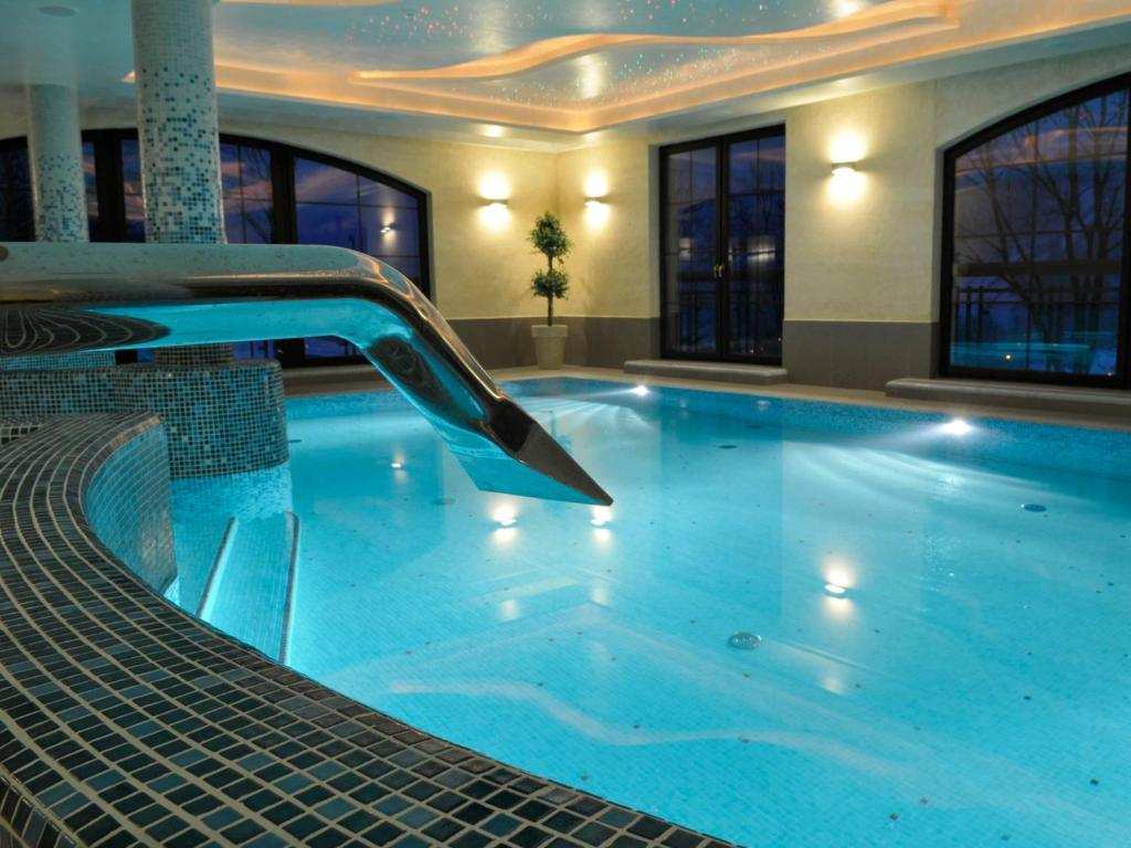 The swimming pool at or near Hotel Elbrus Spa & Wellness