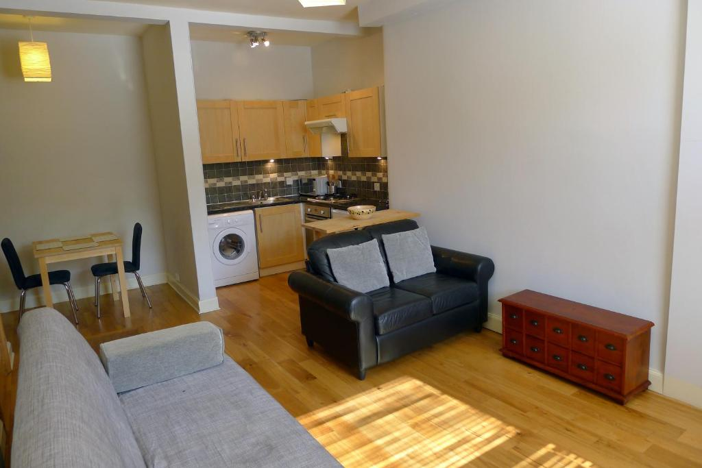 Fountain Court - Stewart Apartments - Laterooms