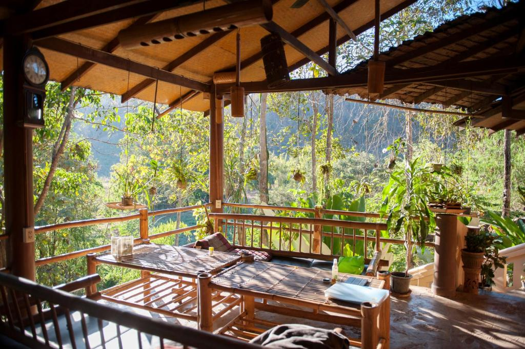 A balcony or terrace at Hot Coffee Guest House and Resort