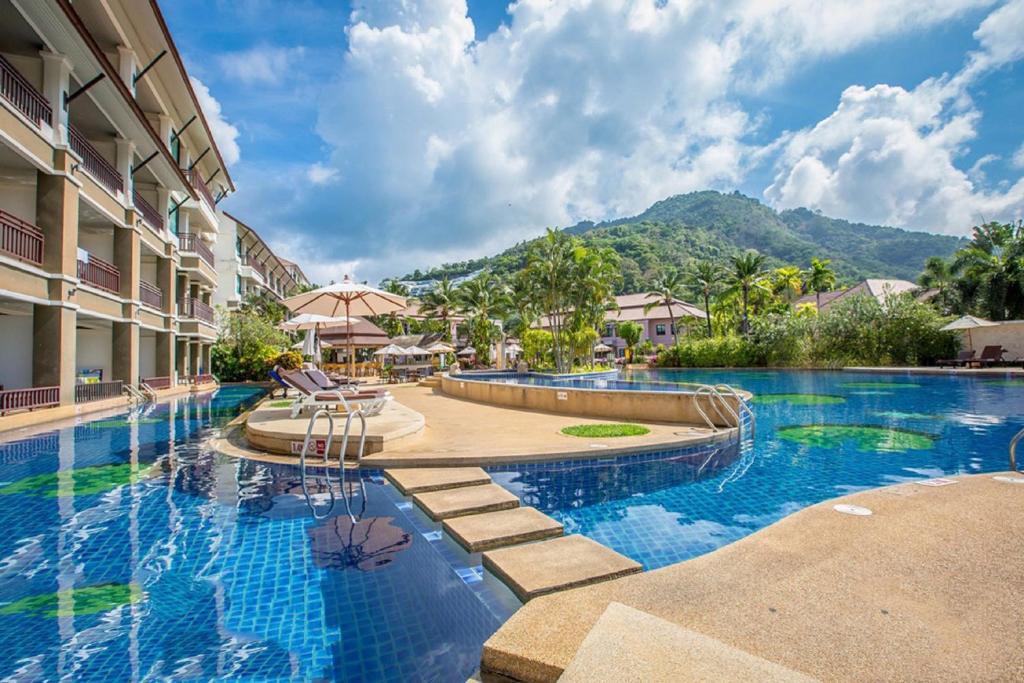 Бассейн в Alpina Phuket Nalina Resort & Spa или поблизости