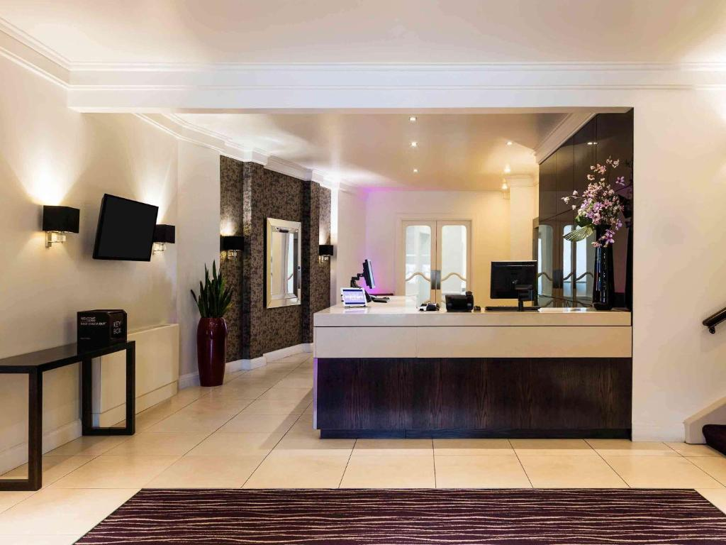 The lobby or reception area at Mercure Aberdeen Caledonian Hotel