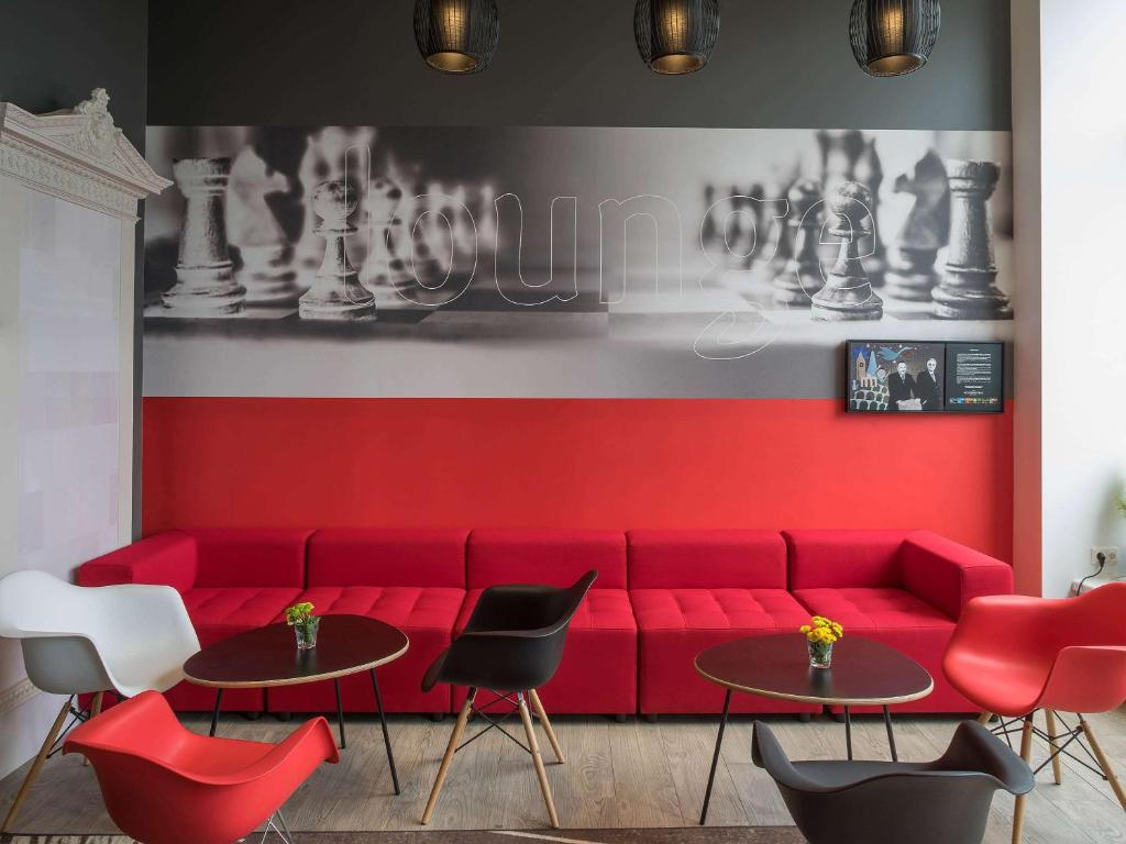 The lounge or bar area at Ibis Riga Centre