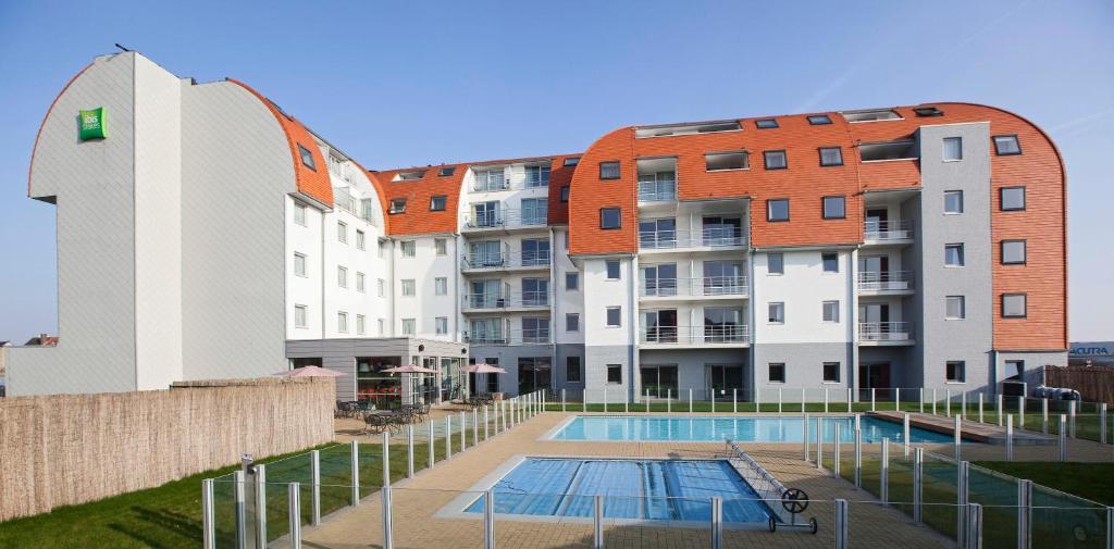 The swimming pool at or near ibis Styles Zeebrugge