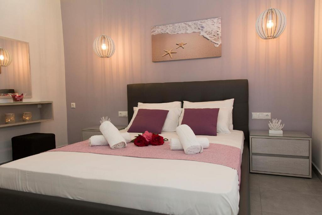 A bed or beds in a room at Litinakis Studios