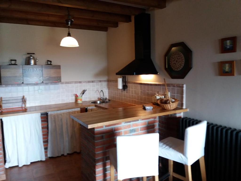 Una cocina o zona de cocina en Fuente de Güelo
