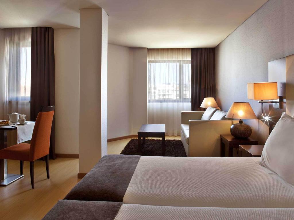 Uma cama ou camas num quarto em TURIM Iberia Hotel