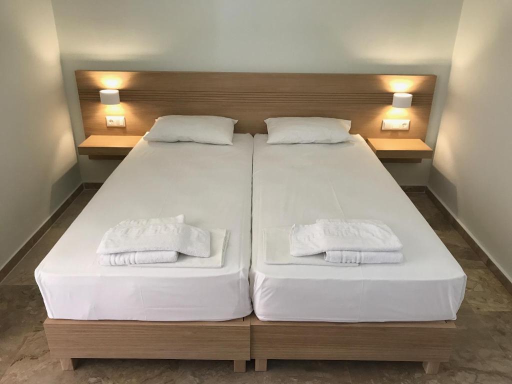 Ένα ή περισσότερα κρεβάτια σε δωμάτιο στο Neapolis Apartments