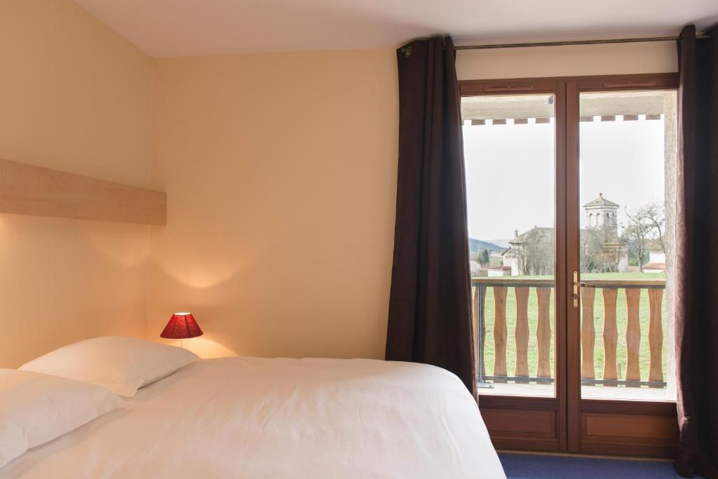 A bed or beds in a room at Le Relais Nordique