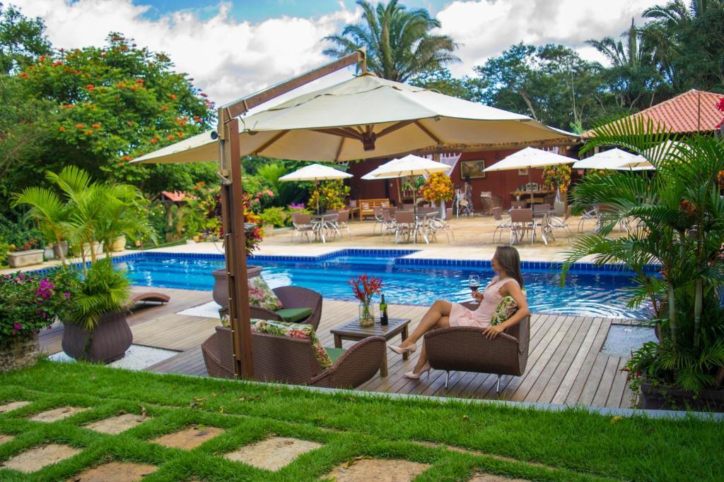 A piscina localizada em Pousada Sítio Ipê ou nos arredores