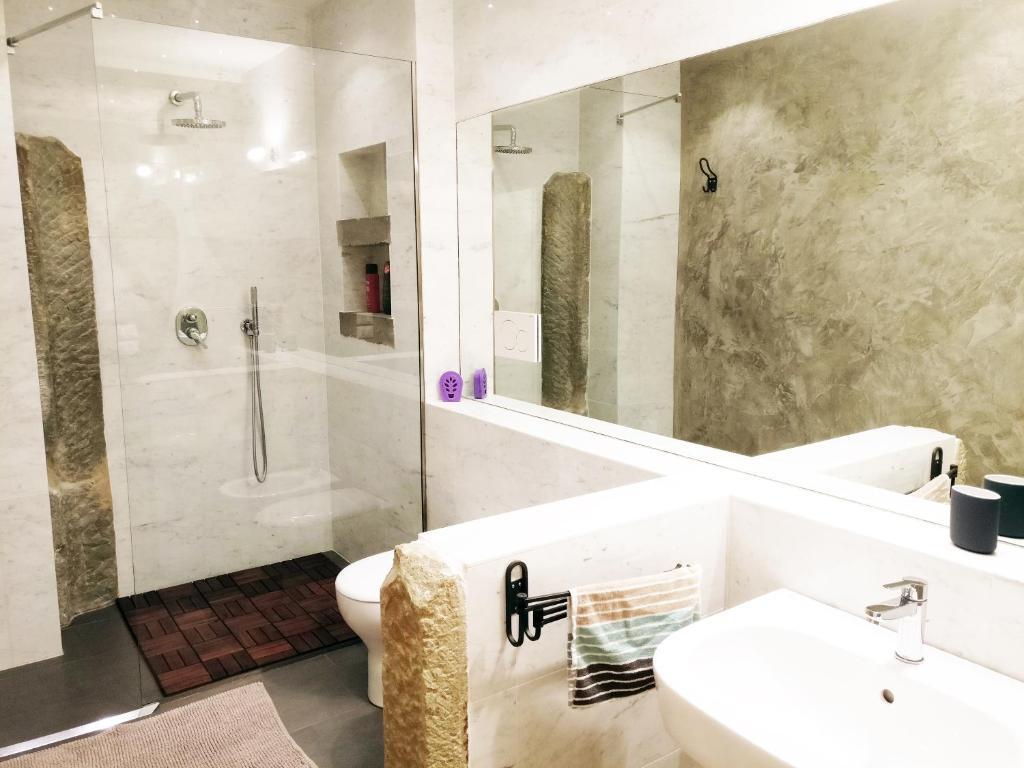 A bathroom at Amadeus Luxurious Suite