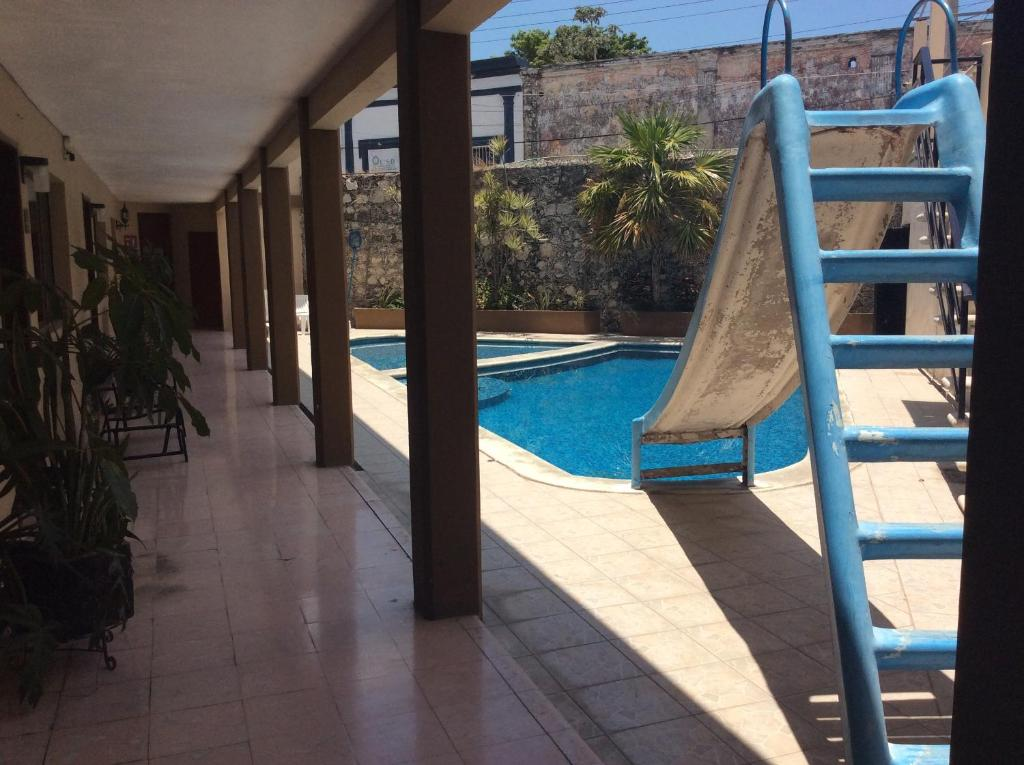 A view of the pool at Hotel Aaktun Kay or nearby