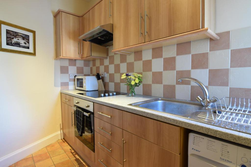 A kitchen or kitchenette at Mansfield Apartment