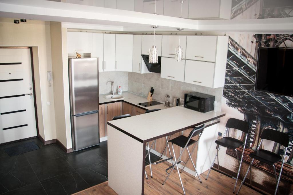 A kitchen or kitchenette at Apartment on Lesnaya