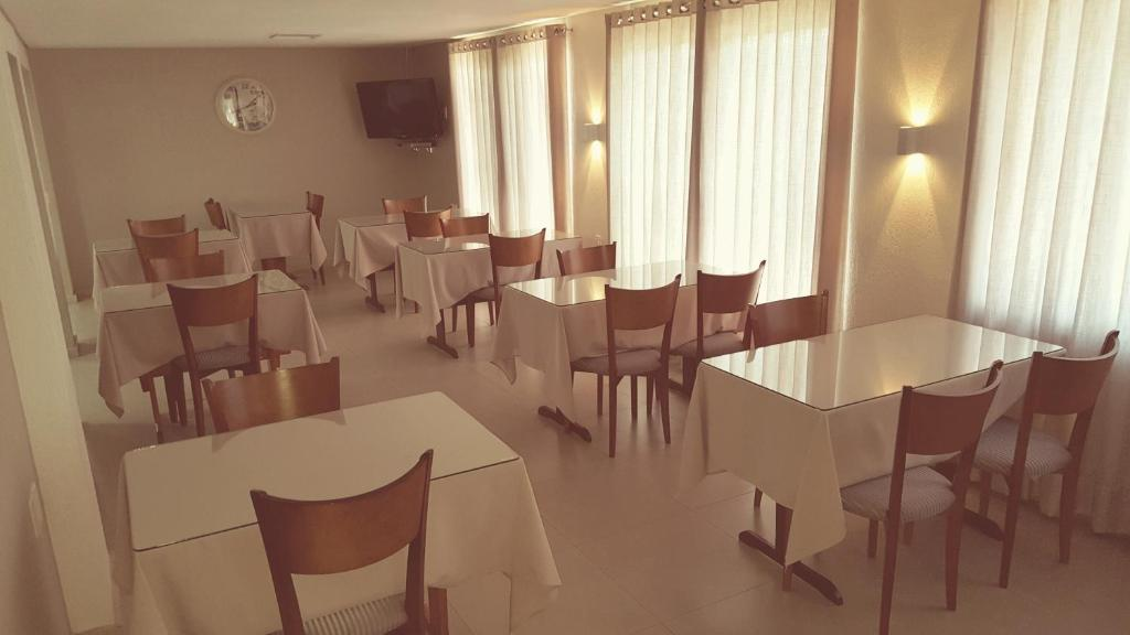 A restaurant or other place to eat at Hotel Recanto