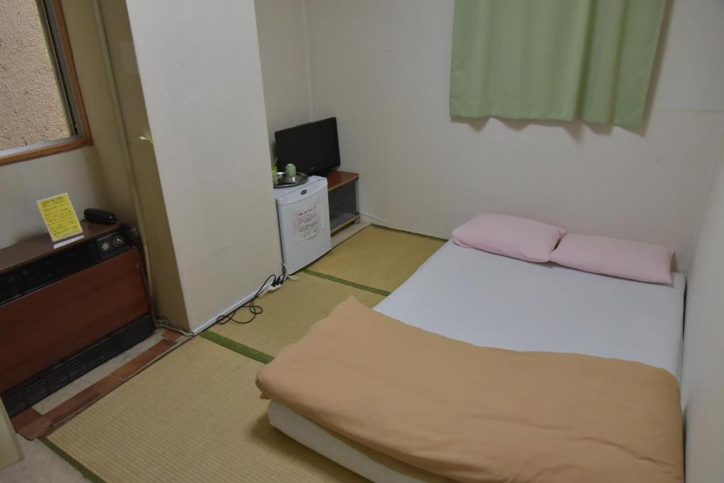A bed or beds in a room at Hotel New Tochigiya