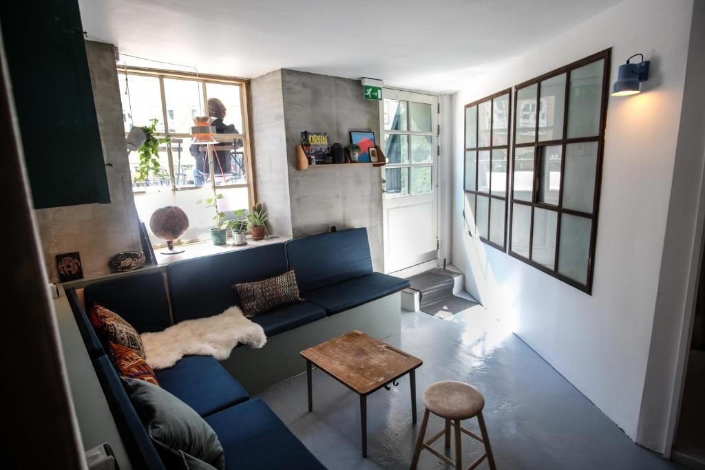 A seating area at Woodah Boutique Hostel