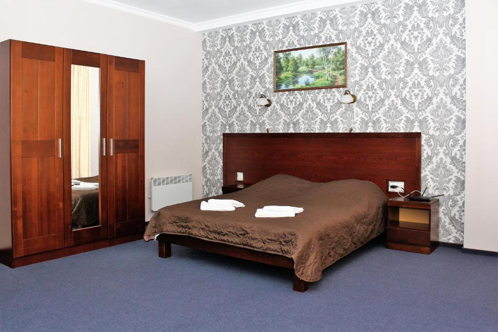 A bed or beds in a room at City Club European