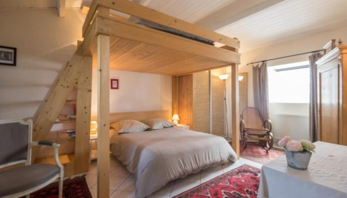A bed or beds in a room at La Maison des Tortues