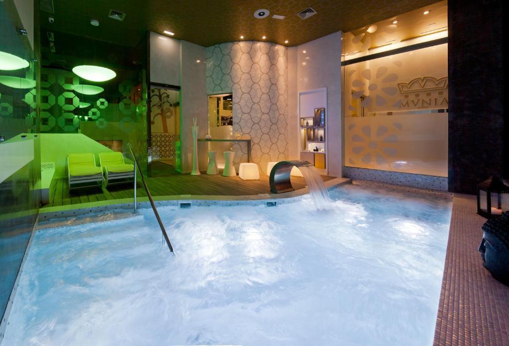 The swimming pool at or near Hotel & Spa Princesa Munia