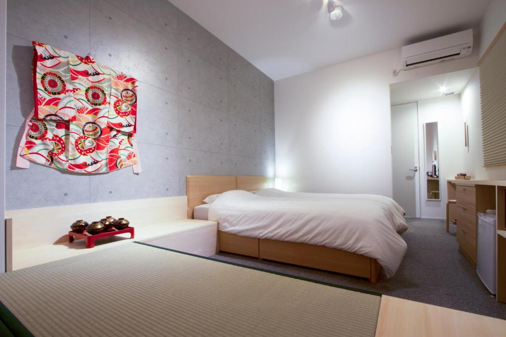 A bed or beds in a room at Kyoto Higashiyama With