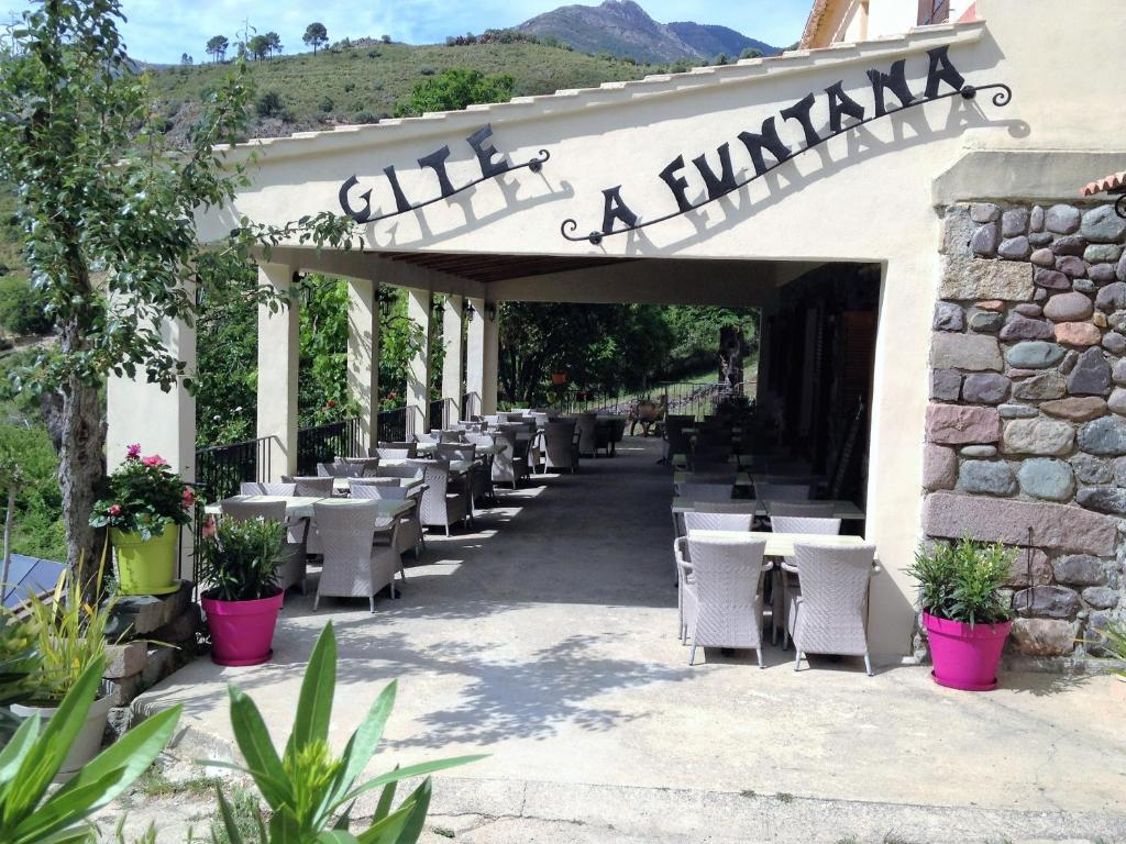 A restaurant or other place to eat at Gite A Funtana