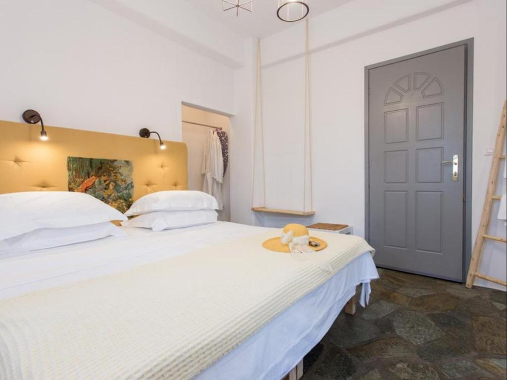 Ένα ή περισσότερα κρεβάτια σε δωμάτιο στο Evi Rooms