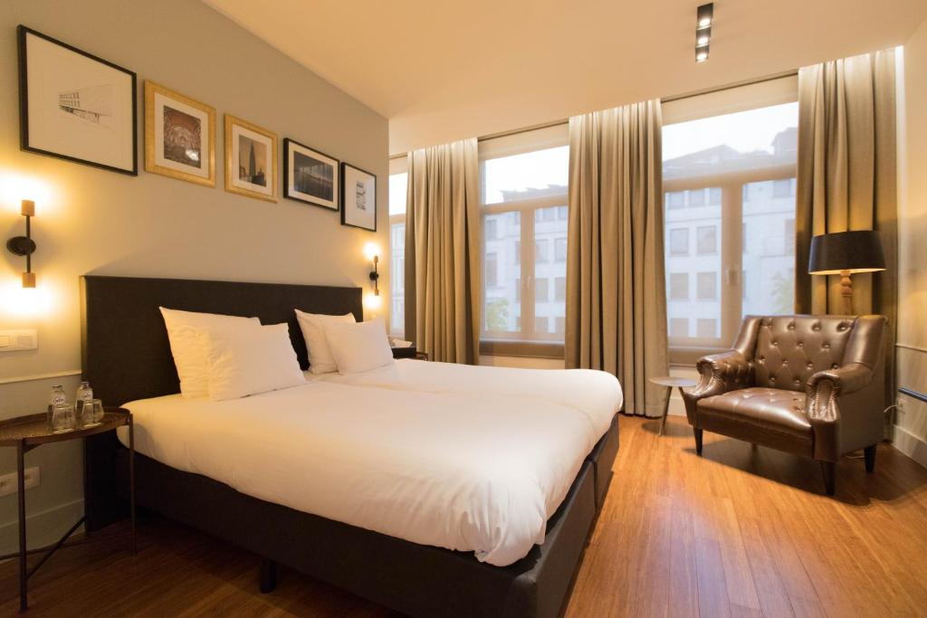 A bed or beds in a room at Boutique hotel Maison Emile