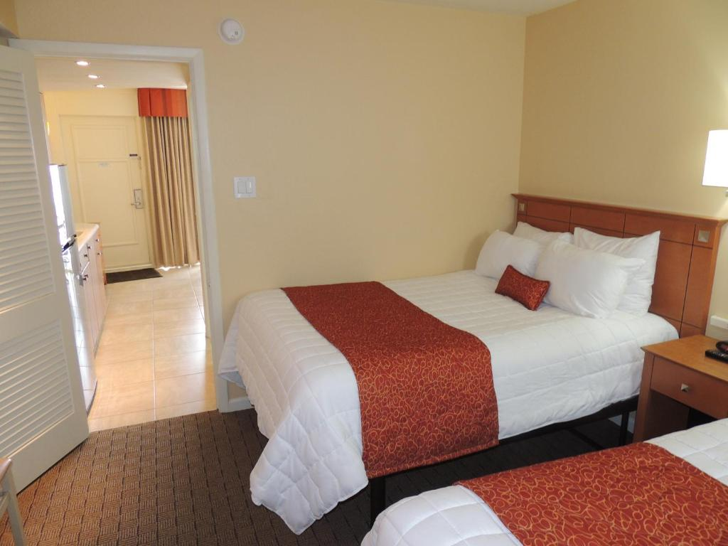 A bed or beds in a room at Fleur de Lis Beach Motel