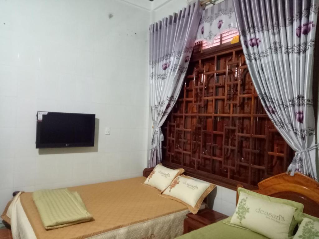 Giường trong phòng chung tại Nhat Tan Hotel
