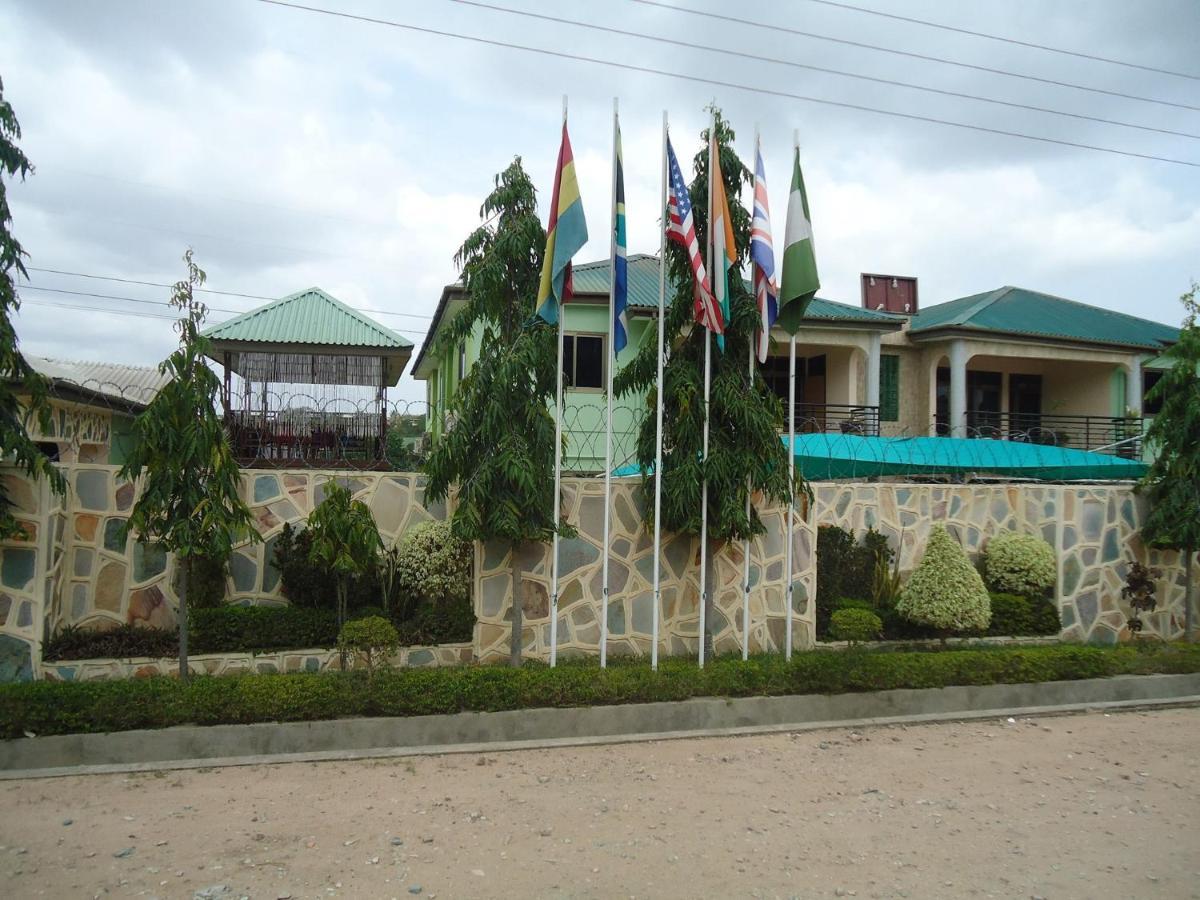 Отель Отель Dokua Royal Hotel