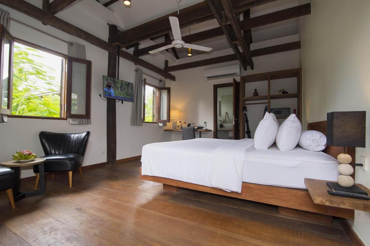 Отель типа «постель и завтрак»  Enkosa 4-Bedroom Wooden Luxury House