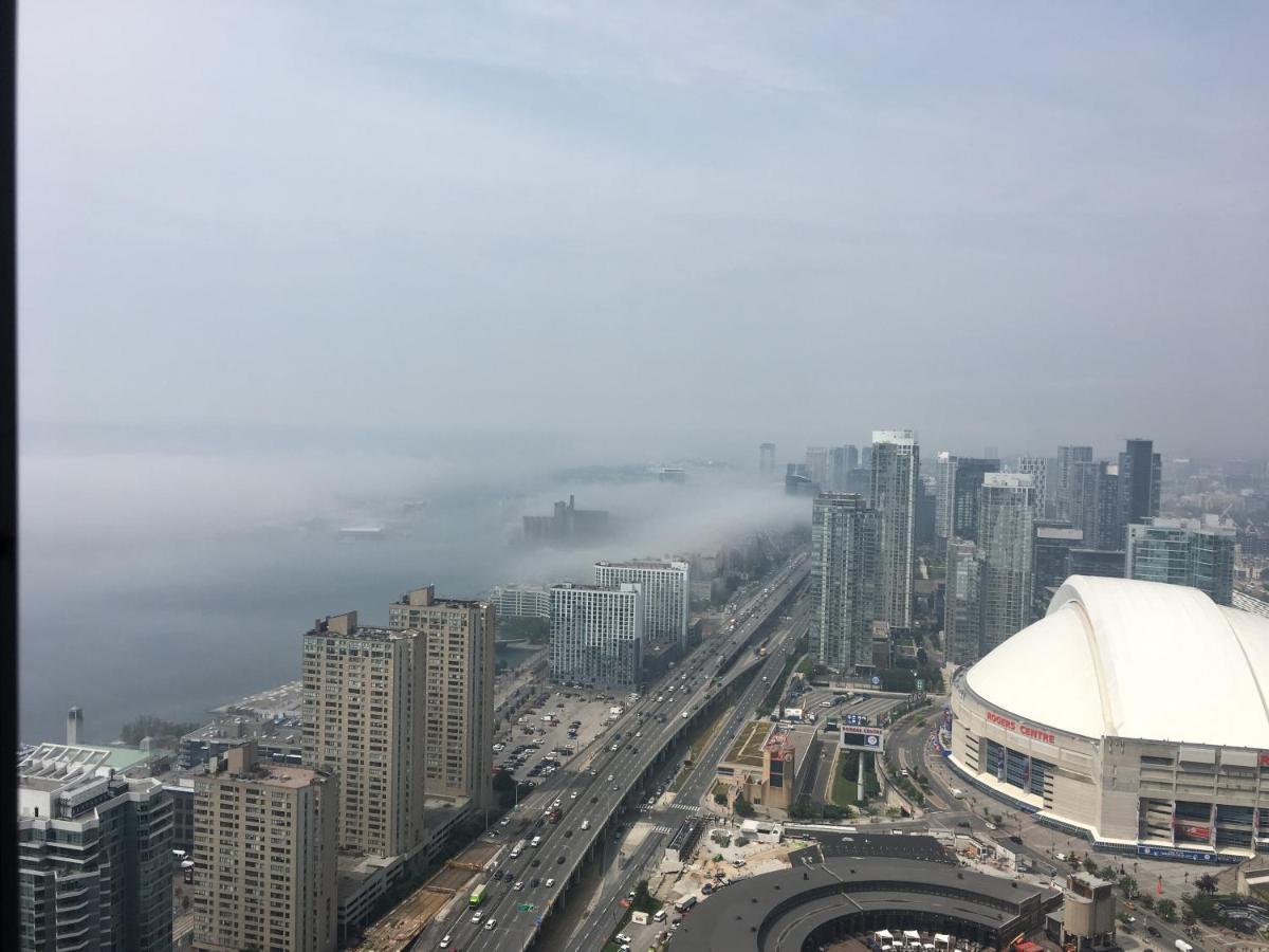 1br Amazing Cn Tower View Condo Toronto Canada Booking Com