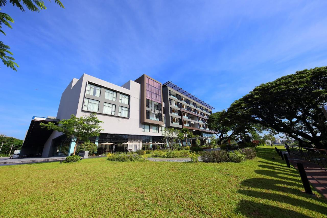Отель  Midori Clark Hotel and Casino  - отзывы Booking