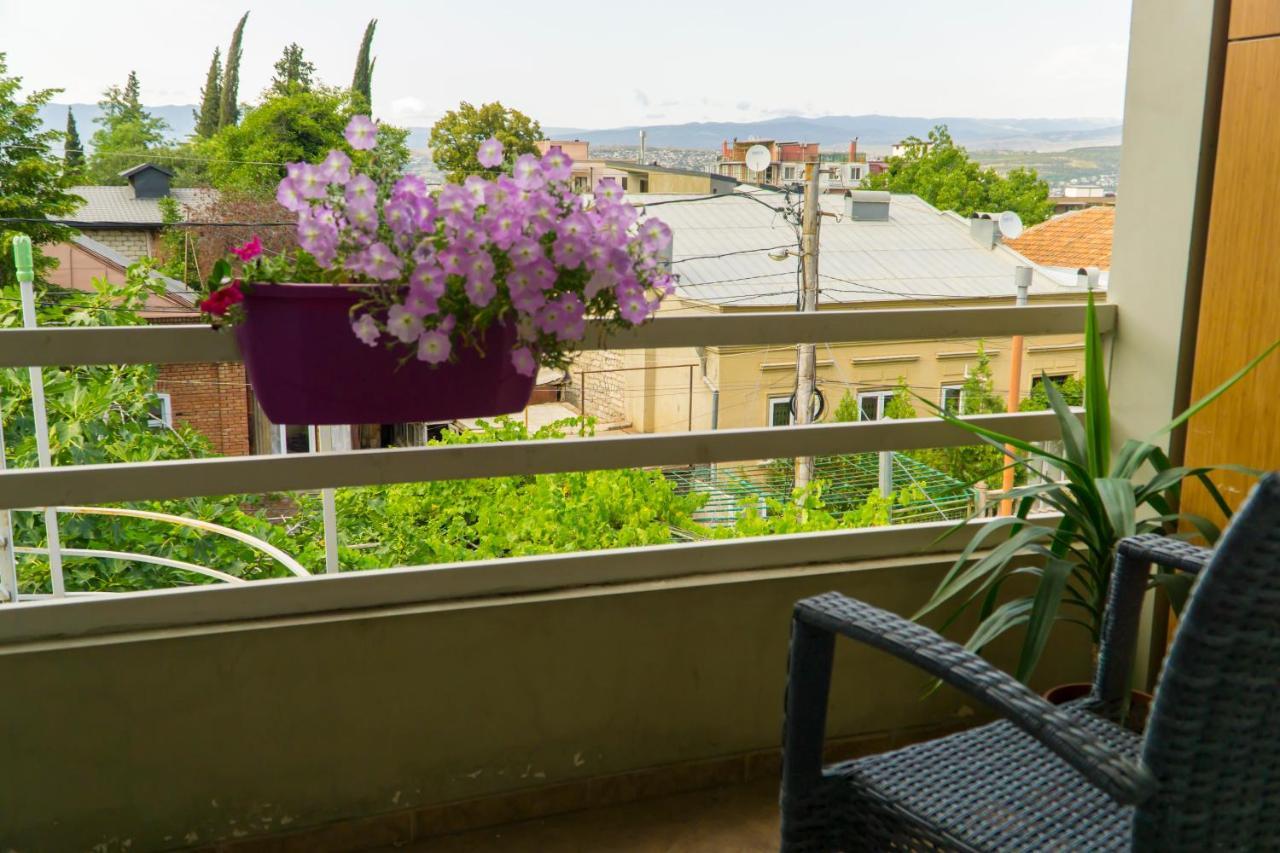 Гостевой дом  4BD Appartaments with cozy garden  - отзывы Booking