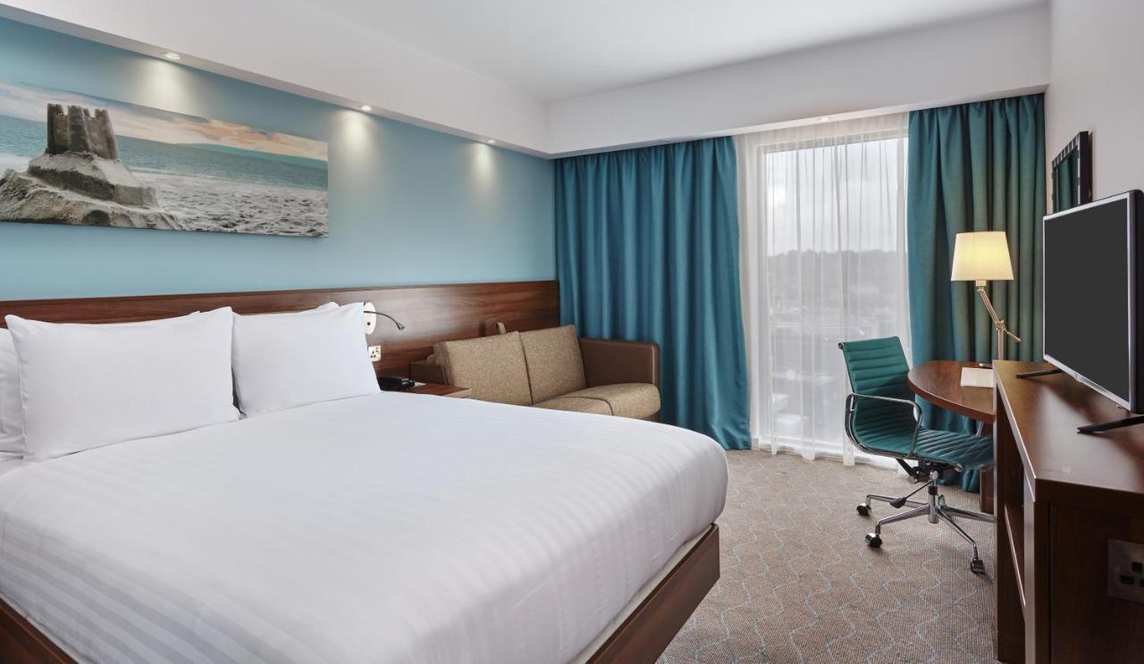 Отель  Отель  Hampton By Hilton Bournemouth